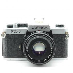 YASHICA FX 7 con 50 F.2