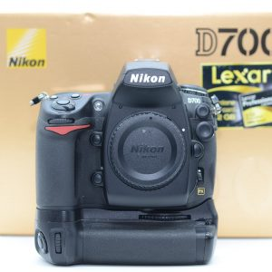 Nikon D700 con Battery Grip MD-D10