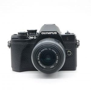 Olympus OM-D E-M10 III con 14/45
